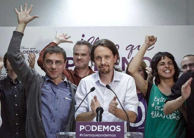 Imagen de la noche electoral: miembros de Podemos con Pablo Iglesias al frente